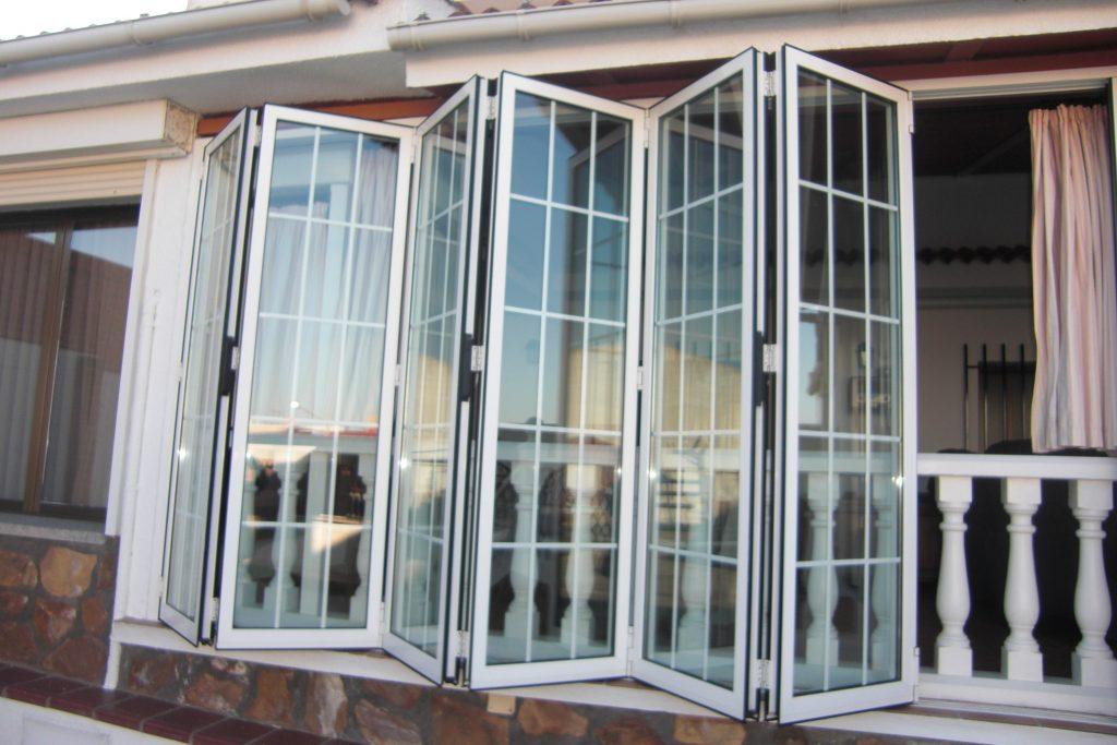 Gu a sobre tipos de apertura de ventanas venakal for Tipos de aluminio para ventanas