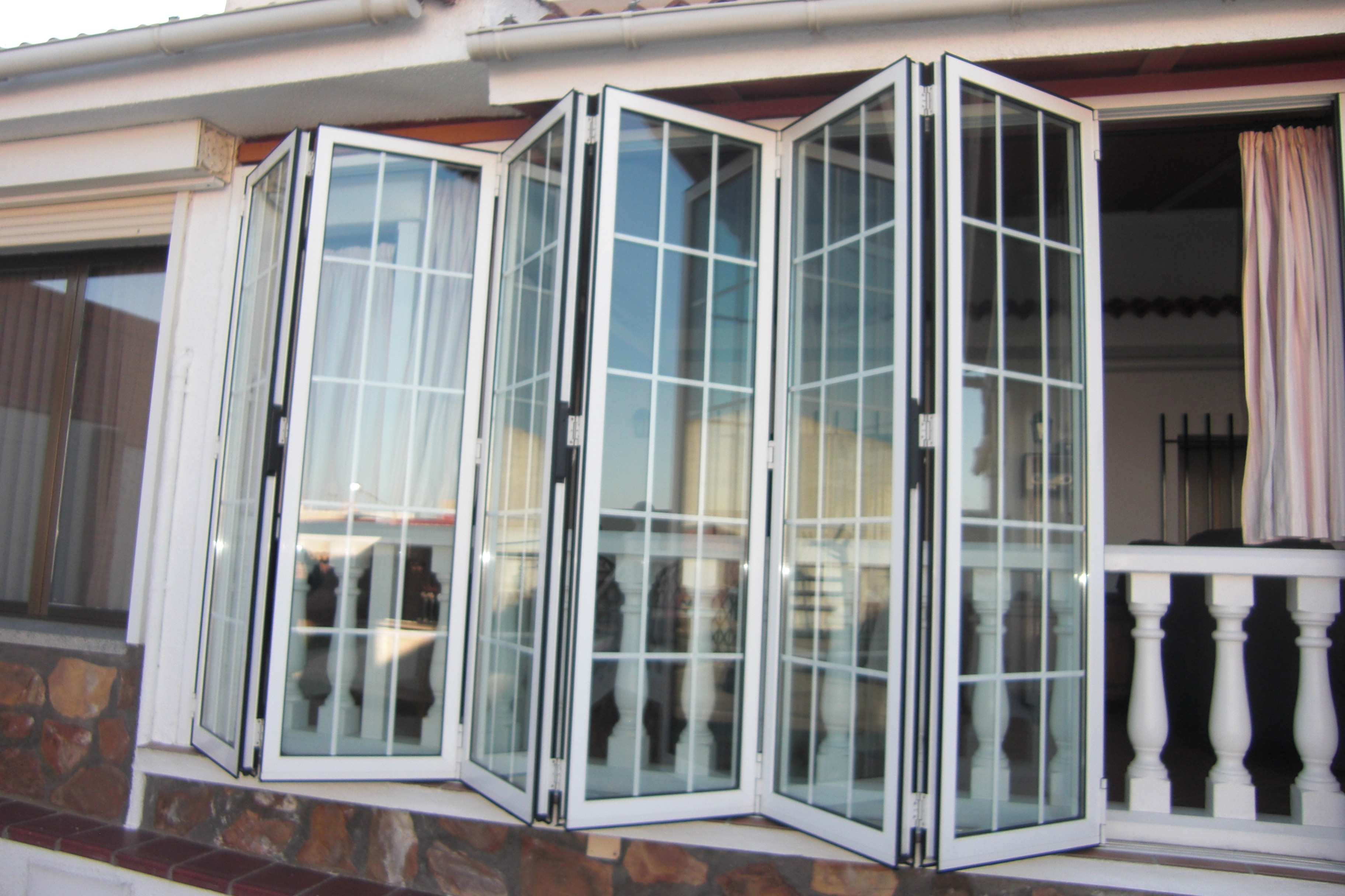 Gu a sobre tipos de apertura de ventanas venakal for Ventanales tipo puerta