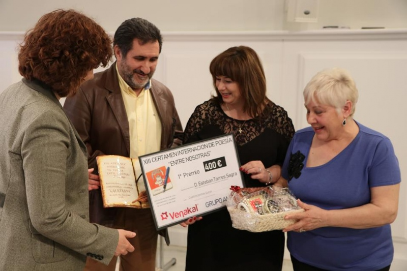 XIII Certamen Internacional de Poesía 'Entre nosotras': Venakal hace entrega del galardón